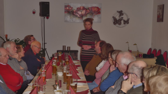 Svenja Stadler begrüßt die Anwesenden